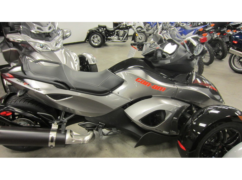 2011 Can-Am Spyder Roadster RS #8