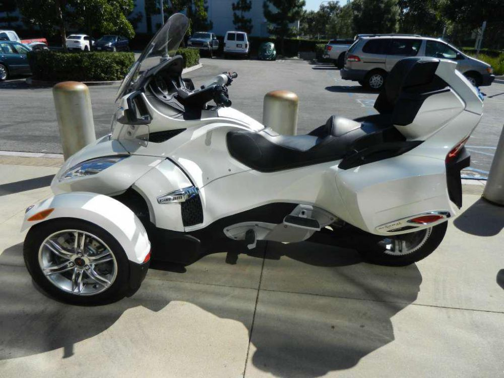 2011 Can-Am Spyder Roadster RT Limited #6