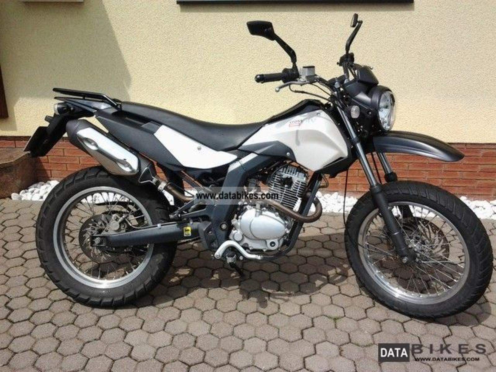 2011 Derbi Cross City 125 #3