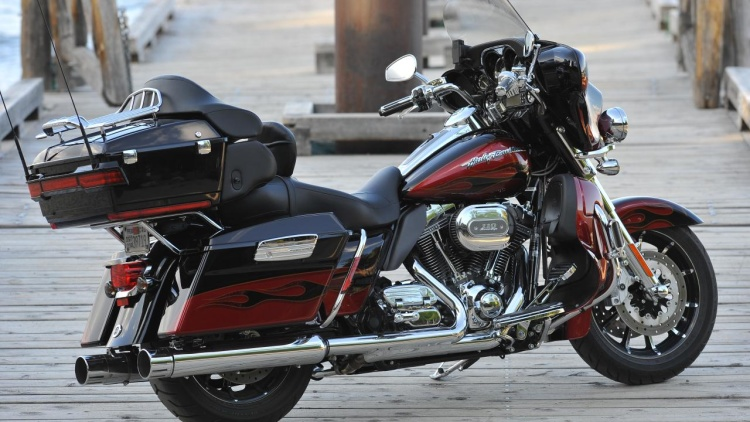 2011 Harley-Davidson FLHTCUSE6 CVO Ultra Classic Electra Glide #5