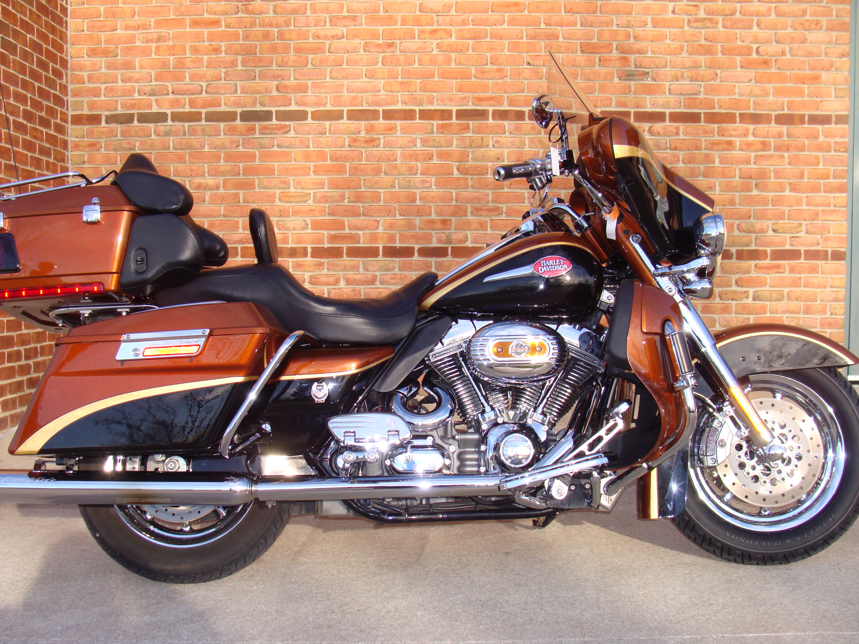 Harley-Davidson FLHTCUSE6 CVO Ultra Classic Electra Glide #5