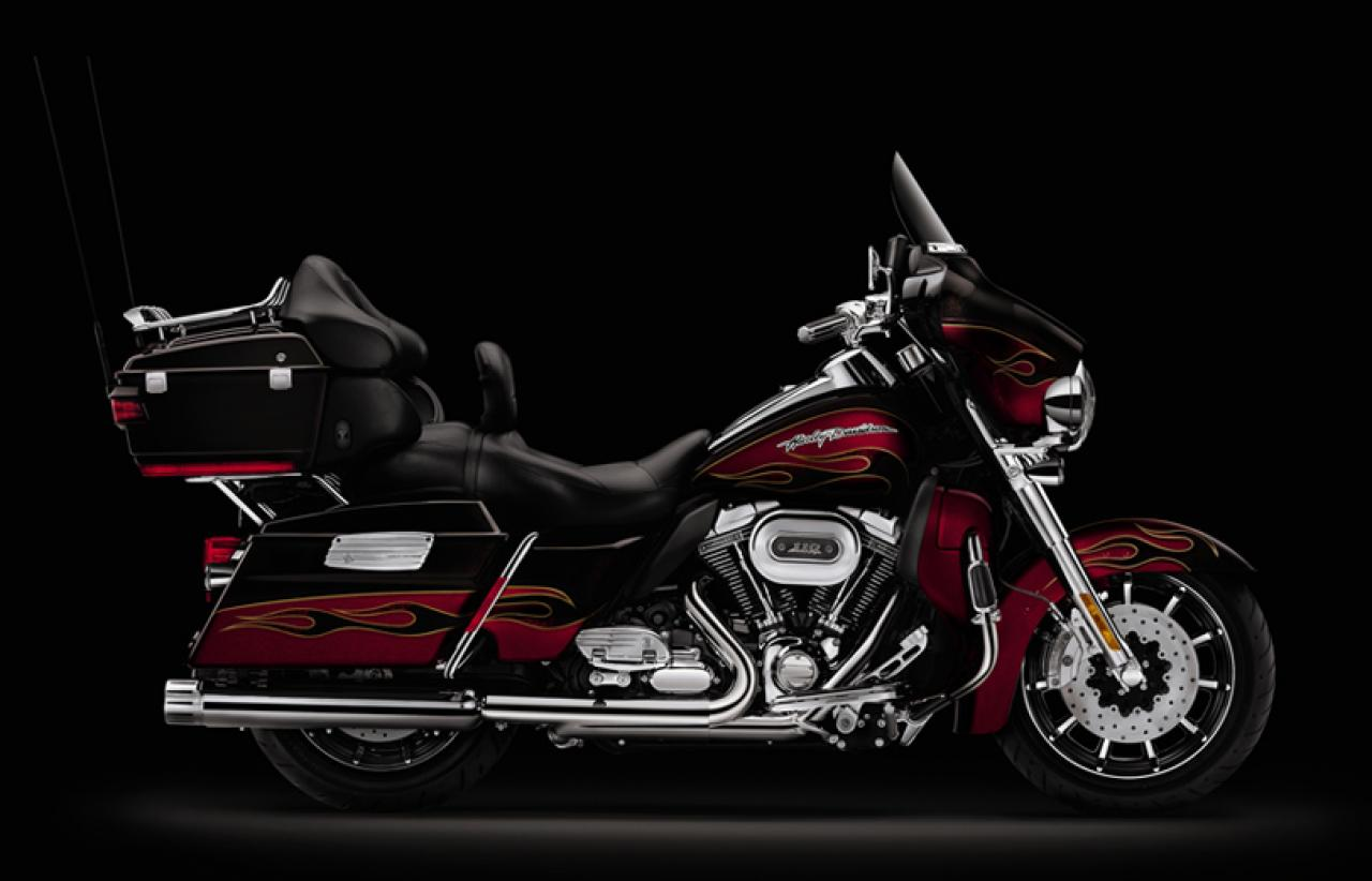 Harley-Davidson FLHTCUSE6 CVO Ultra Classic Electra Glide #1