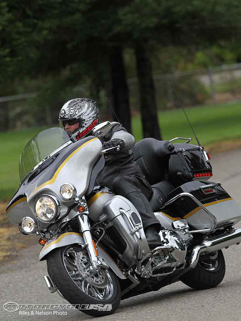 Harley-Davidson FLHTCUSE6 CVO Ultra Classic Electra Glide #2