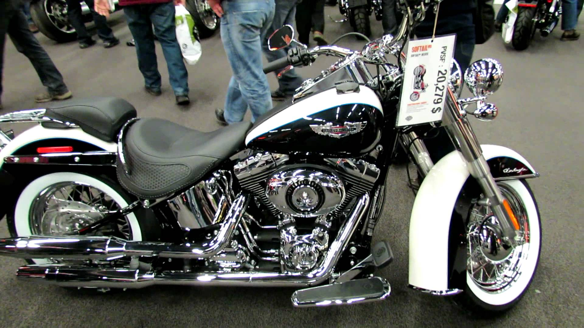 Harley-Davidson Softail Deluxe #5