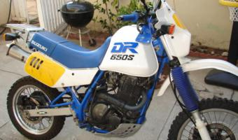 1990 Suzuki DR 650 RS (reduced effect)