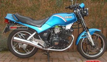 1985 Yamaha XS 400 DOHC (reduced effect)