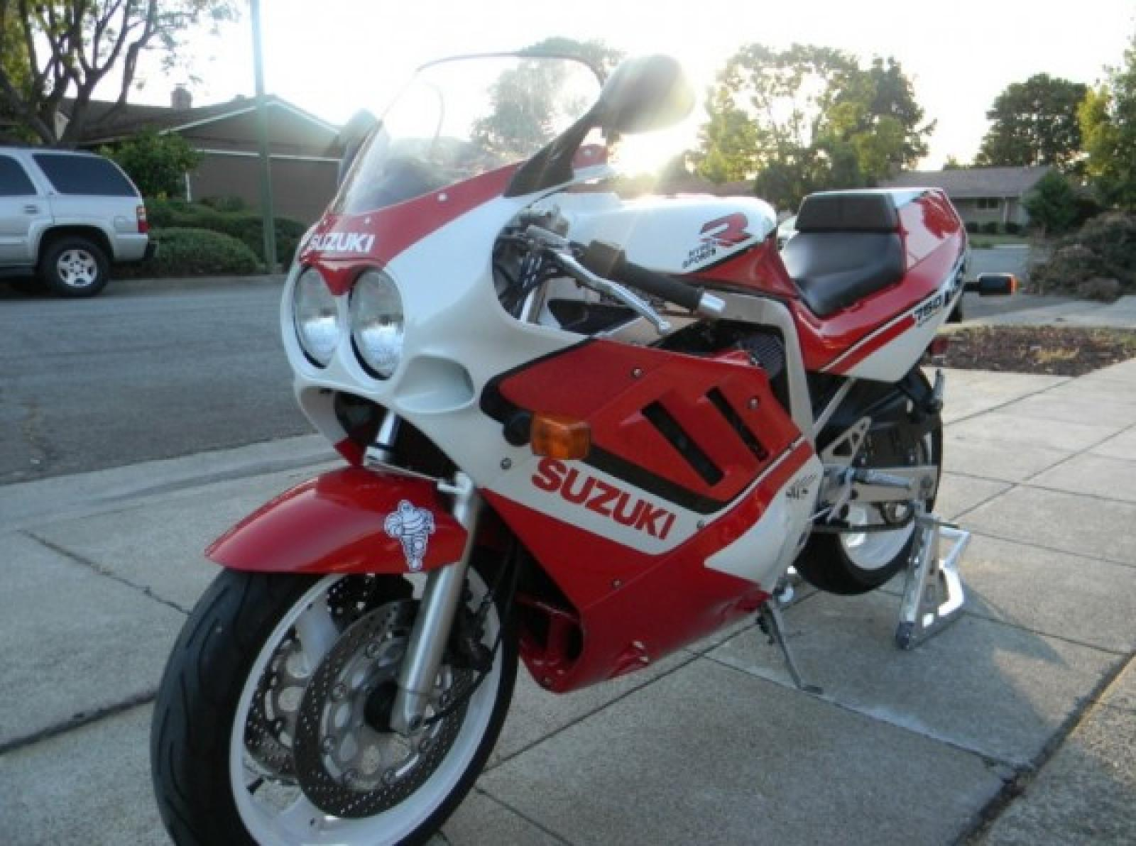 1988 Suzuki GSX-R 750 (reduced effect) #1