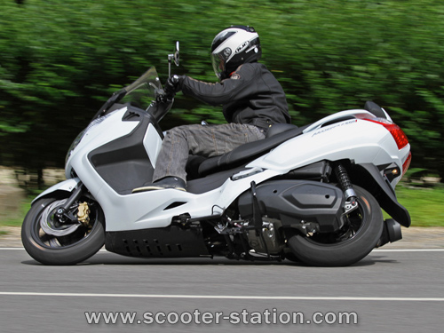 2011 Sym Max 400i Photos, Informations, Articles - Bikes