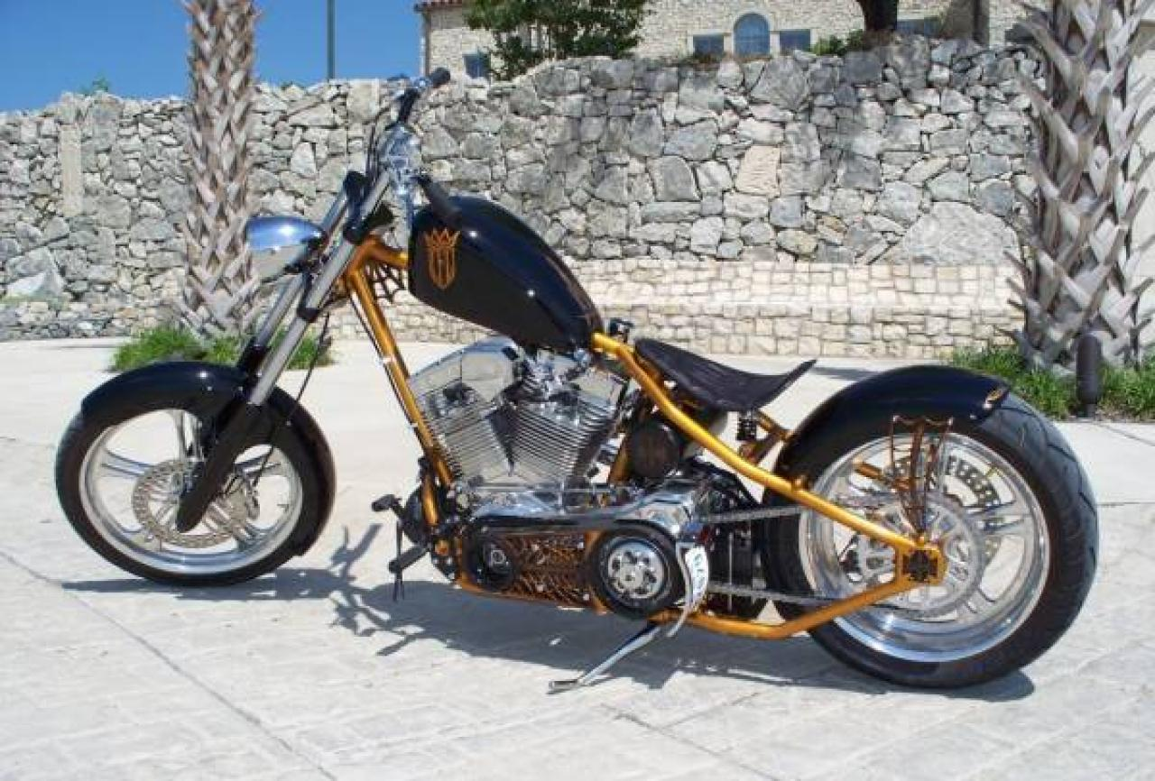 2010 West Coast Choppers CFL II #4