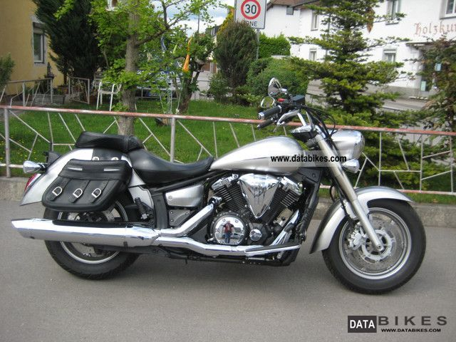 2010 Yamaha XVS 1300 A Midnight Star #2